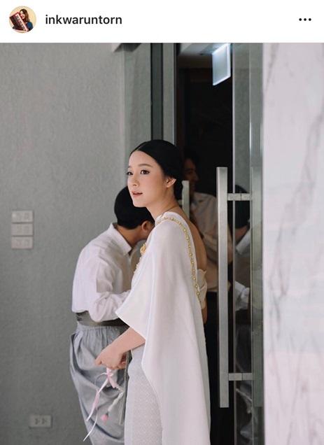 ละลายหมดแล้วใจ!! อิ้งค์ วรันธร วางไมค์ใส่ชุดไทย ร่วมงานแต่งเพื่อนรัก ลุคนี้สวยละมุนมาก