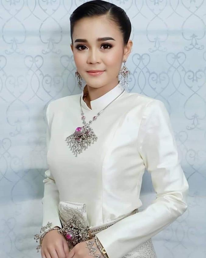 งามแท้งามว่าแท้หละ! ลำไย ไหทองคำ งดงามในชุดไทย ยิ้มอ่อนสวยหวานแพ้ทางแล้วอีหล่า