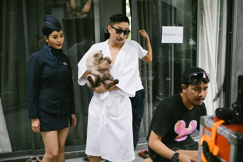 เบื้องหลัง MV แมวไม่อยู่ สุดฟิน เพลงใหม่ โจอี้บอย ปล่อยช็อตเด็ดสาว ๆ รายล้อมสุดกรุ้มกริ่ม