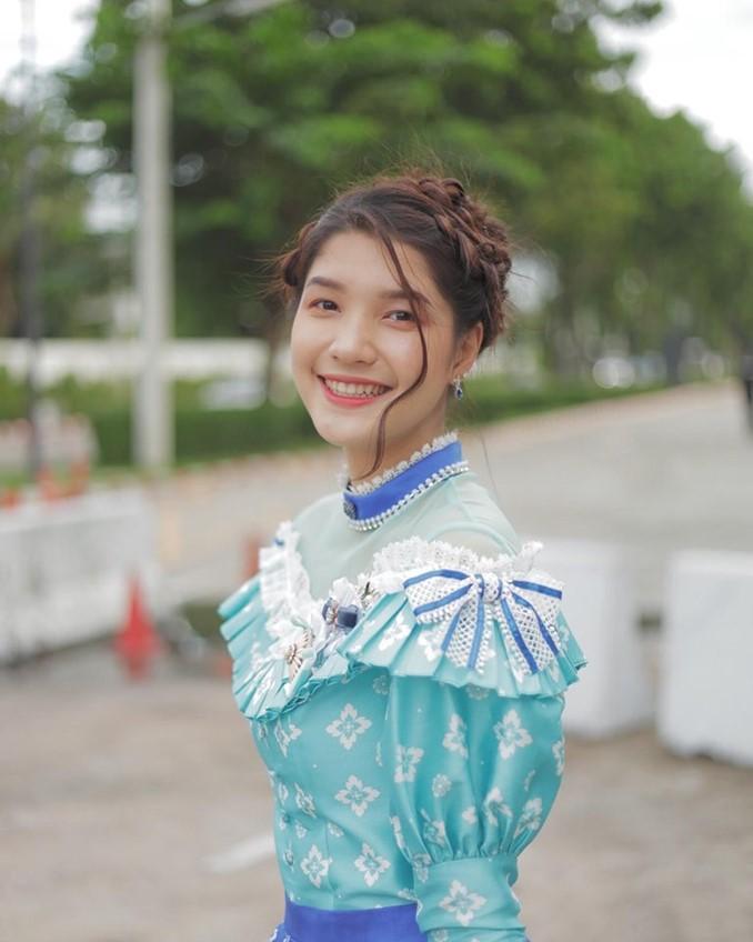 ส่งท้ายด้วยรอยยิ้ม! ดีนี่ BNK48 สวยสดใส ก่อนร่วมงานสุดท้ายในนามไอดอล 11 สิงหาคมนี้่