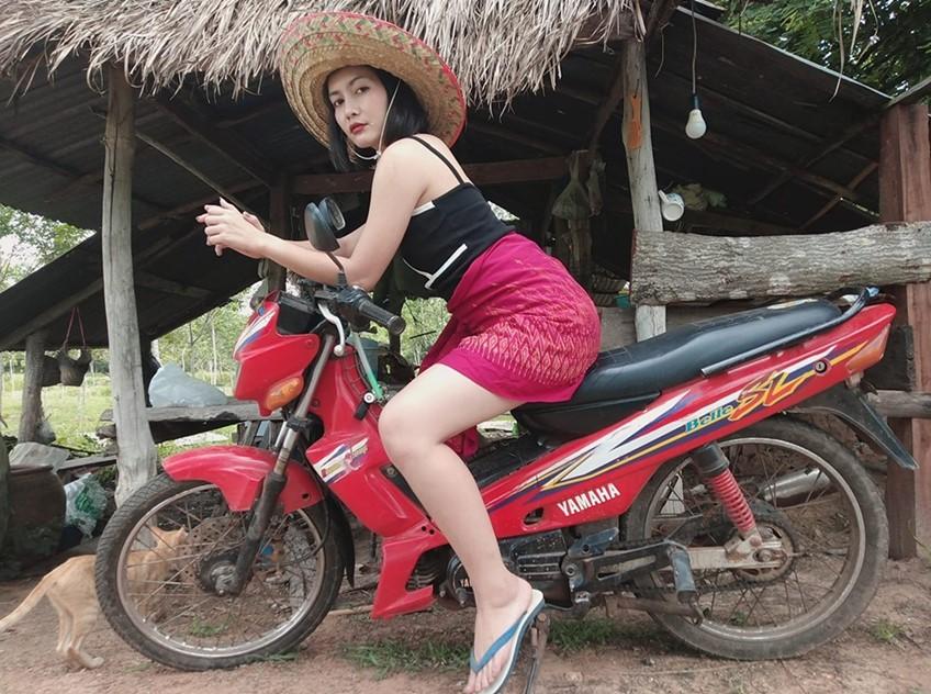 ไม้เจ้ายาวบ่! ใบคา ปาหนัน หนึ่งในเด็กปั้น ตั๊กแตน ชลดา พร้อมจ๊วดมาก MV แซ่บแน่!