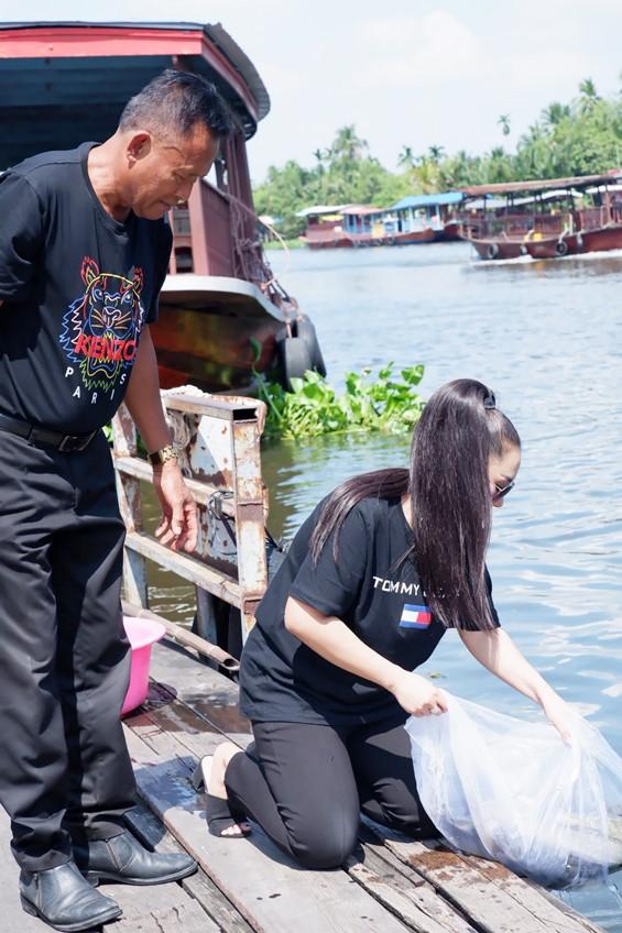 ความสุขเรียบง่าย! หญิง ธิติกานต์ อาร์สยาม พาคุณพ่อทำบุญปล่อยปลาในวันเกิด เอาฤกษ์เอาชัย!