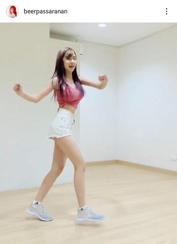 แฟนๆโฟกัสผิดที่! เบียร์ ภัสรนันท์ ฝึกเต้น shuffle แต่อย่างอื่นเด่นแทน!
