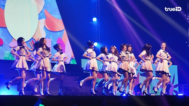 ขอเล่าหน่อย! BNK48 Blooming Season คอนเสิร์ตรุ่น 2 ครั้งแรก ปลดปล่อยศักยภาพ! รูปครบทุกเมมเบอร์! (มีคลิป)