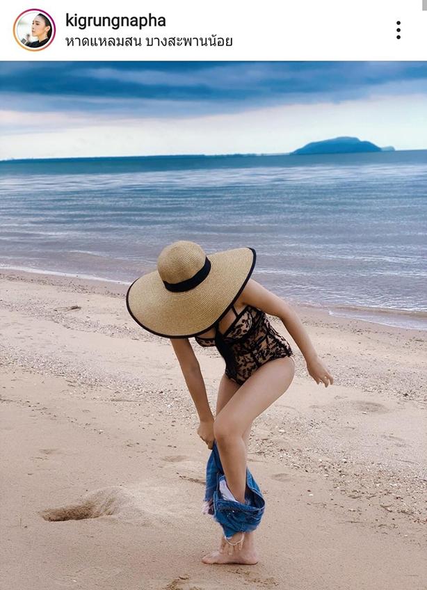 ถอดริมทะเล! กิ๊ก รุ่งนภา หมวกปิดไม่มิดสวีทสามี วันพีชซีทรูแน่นเน้นทรวดทรง