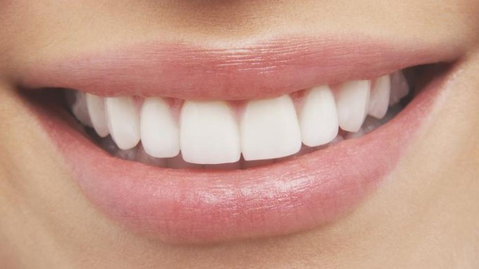 """มนุษย์มี """"วงปี"""" เหมือนต้นไม้ในเคลือบรากฟัน บ่งบอกประวัติสุขภาพในอดีตได้"""