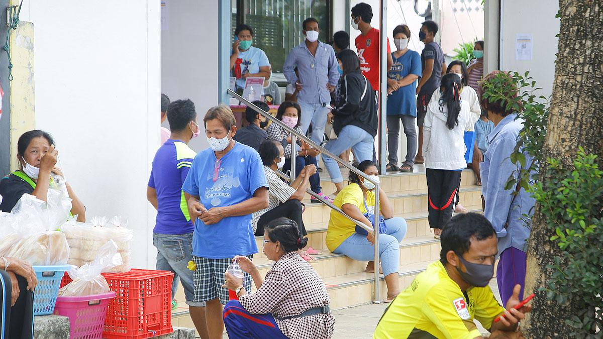 ล้นธนาคาร! ชาวจันทบุรี แห่เปิดบัญชีใหม่ รอรับเงินเยียวยา โควิด 5พัน
