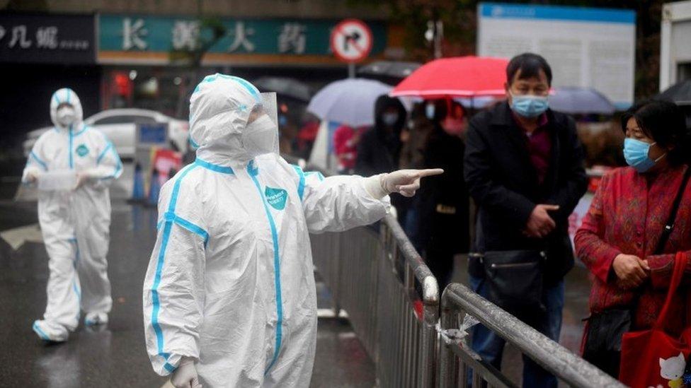 ไวรัสโคโรนา : จีนห้ามต่างชาติเข้าประเทศสกัดโควิด-19 หลังพบผู้ติดเชื้อที่มาจากนอกประเทศเพิ่มขึ้น