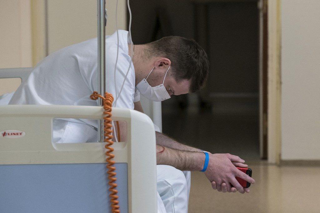 """""""กาชาด"""" หวั่นปัญหาสุขภาพจิต """"ฆาตกรเงียบ"""" คร่าชีวิตบุคลากรแพทย์ขณะสู้วิกฤตโควิด-19"""