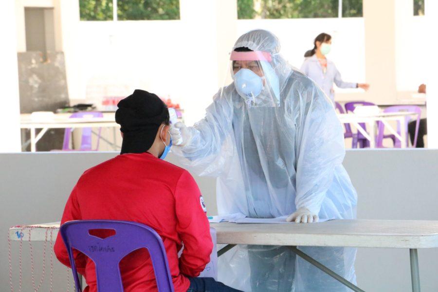 ผู้ว่าฯนราธิวาสเยี่ยมการปฏิบัติของเจ้าหน้าที่ ณ  สถานที่เก็บตัวเพื่อสังเกตุอาการทางสุขภาพ 14 วัน