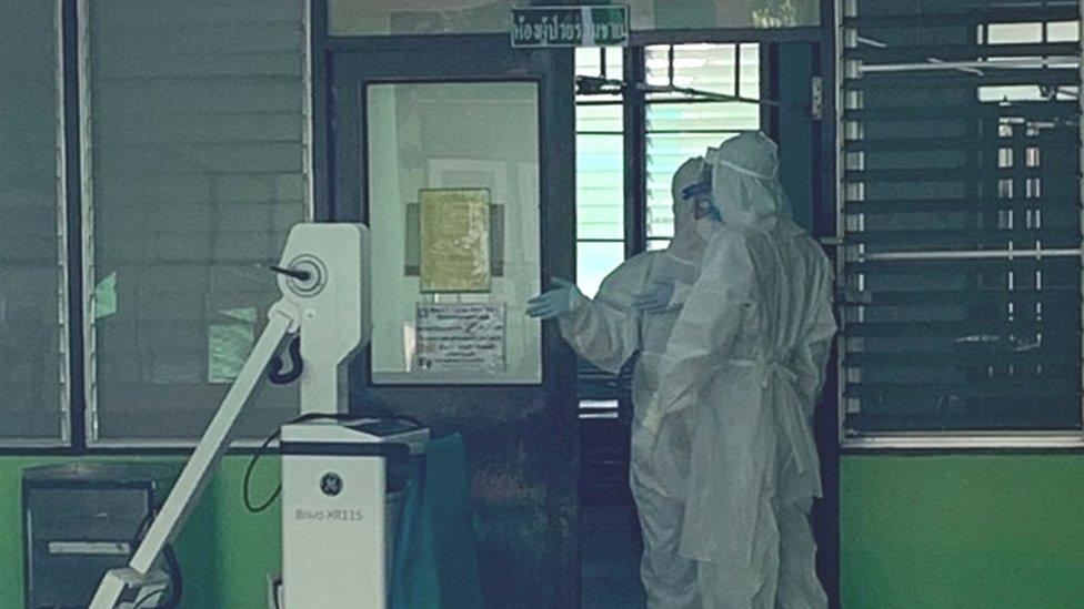 ไวรัสโคโรนา : ภารกิจสู้โควิด-19 ของทีมหมอรุ่นใหม่ที่ รพ.ชุมชนในฉะเชิงเทรา