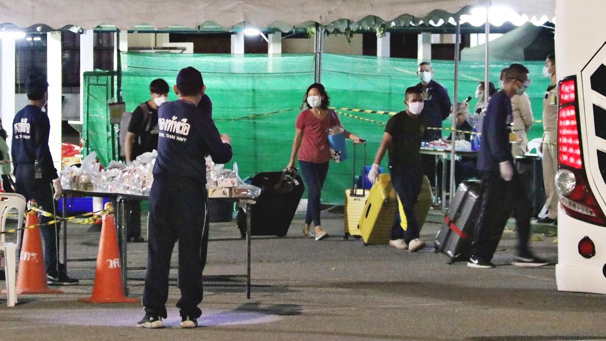 ย้าย 30 คนไทย ออกจากสัตหีบ ไปกักตัวที่โรงแรมใน กทม. ลดความแออัด