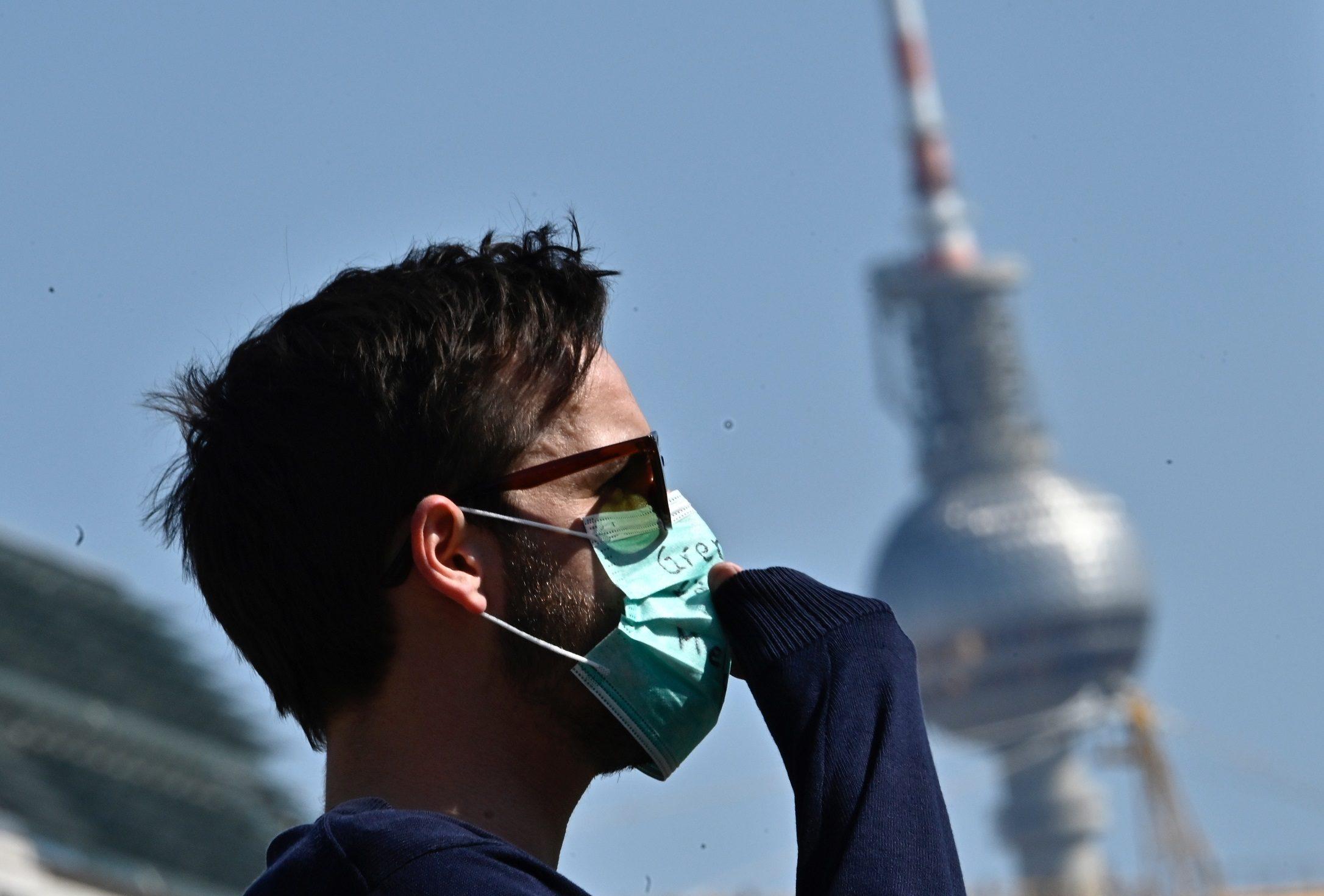 'ฮู' กลับลำ แนะ ควรสวมหน้ากากอนามัย จำกัดการแพร่ระบาด โควิด-19