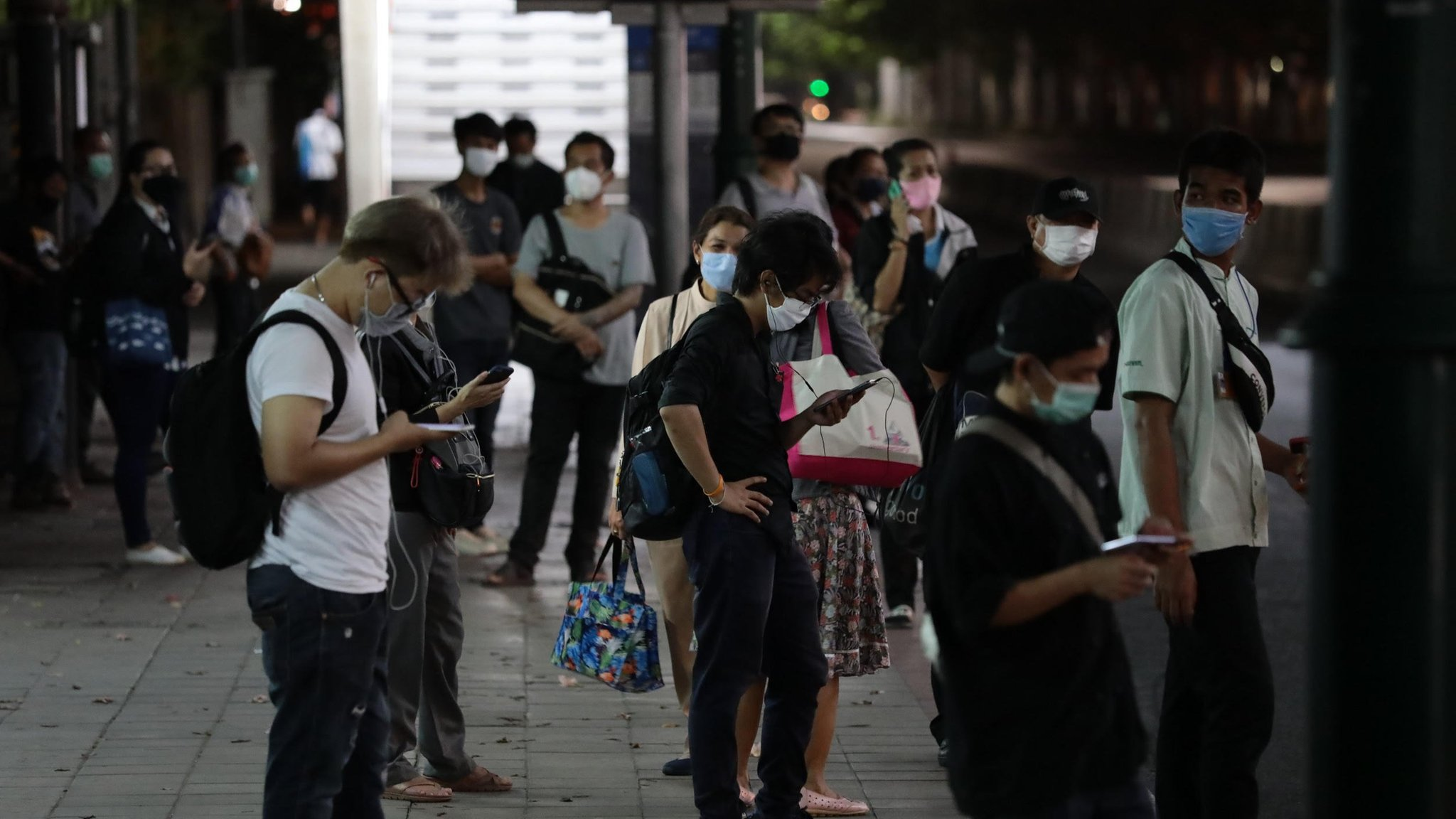 โควิด-19 : ผู้ป่วยโควิด-19 ในไทย เสียชีวิตเพิ่ม 3 ราย ยอดติดเชื้อใน กทม. ทะลุ 1 พันราย