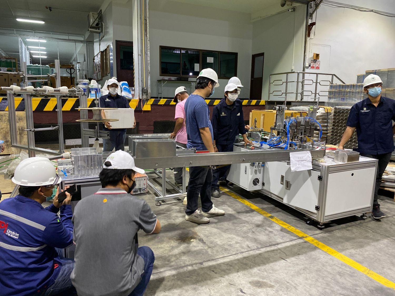 """""""ซีพี""""เตรียมผลิตหน้ากากอนามัยแจกฟรีบุคลากรทางการแพทย์-ประชาชน เครื่องจักรแรกมาถึงไทยแล้ว"""