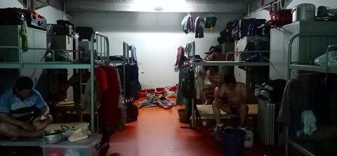 สิงคโปร์สั่งกักโรคแรงงานอพยพ 2 หมื่นชีวิตในหอพักคนงาน หลังโยงเอี่ยวผู้ติดเชื้อโควิด 120 ราย