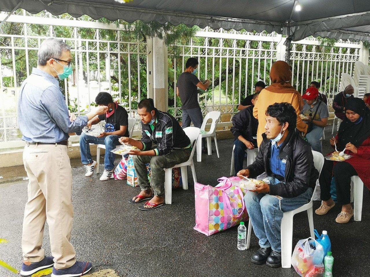 สอท.เร่งช่วยคนไทยในมาเลย์ที่ได้รับผลกระทบจากมาตรการคุมโควิด