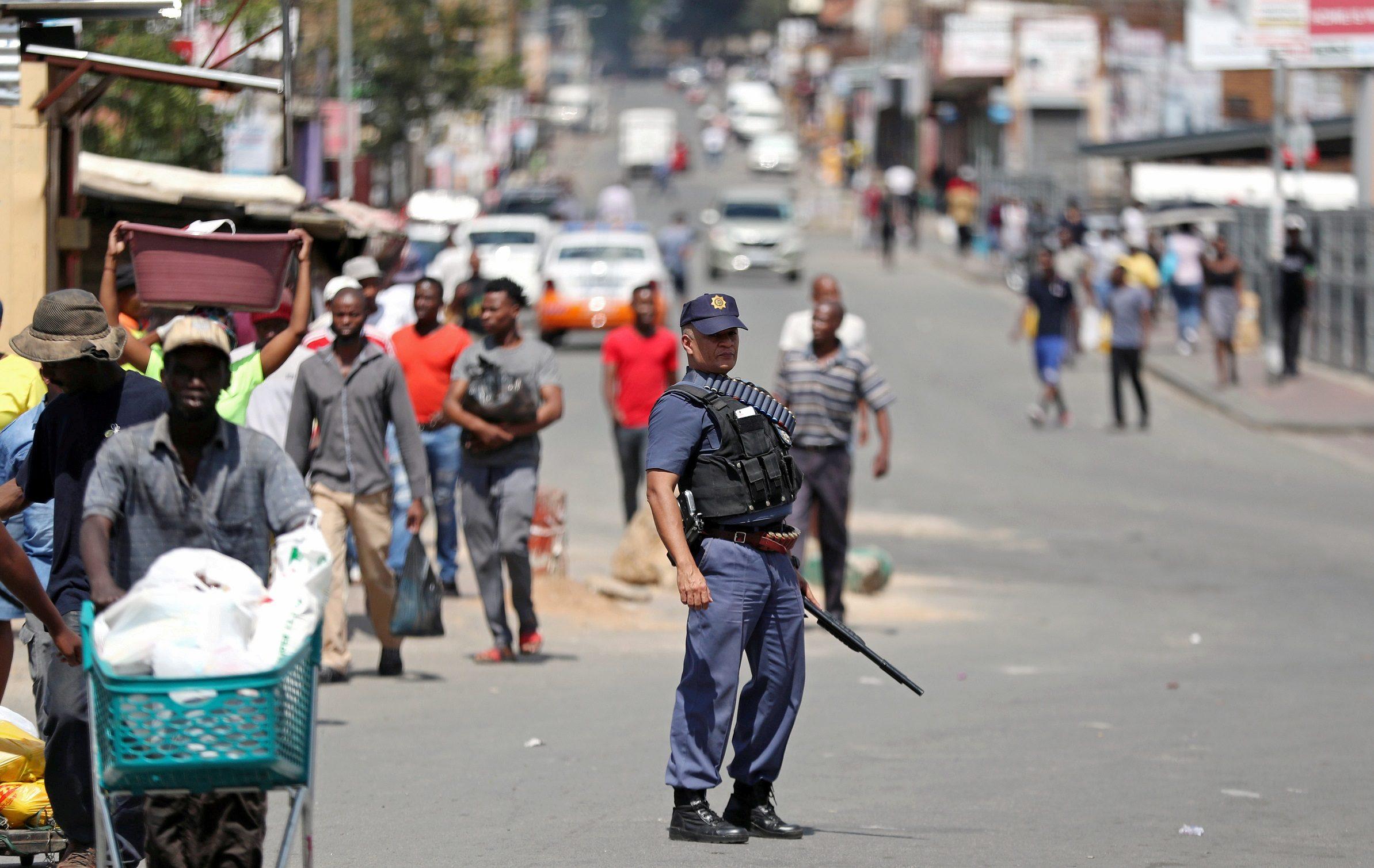 แอฟริกาใต้ป่วน บุกปล้นร้านเหล้า-บุหรี่ หลังห้ามขาย คุมระบาด โควิด-19