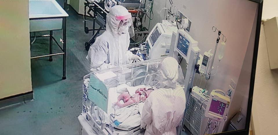 แพทย์เผยภาพเบื้องหลัง ช่วยผ่าคลอดหนูน้อย หลังแม่เสี่ยงติดโควิด