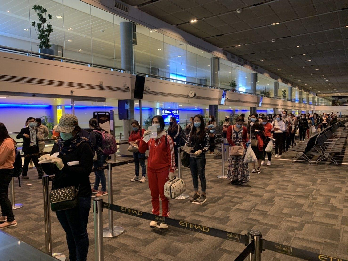 สถานทูตไทย ส่งคนไทยในยูเออีกลับไทยรอบ 2 จำนวน 119 คน