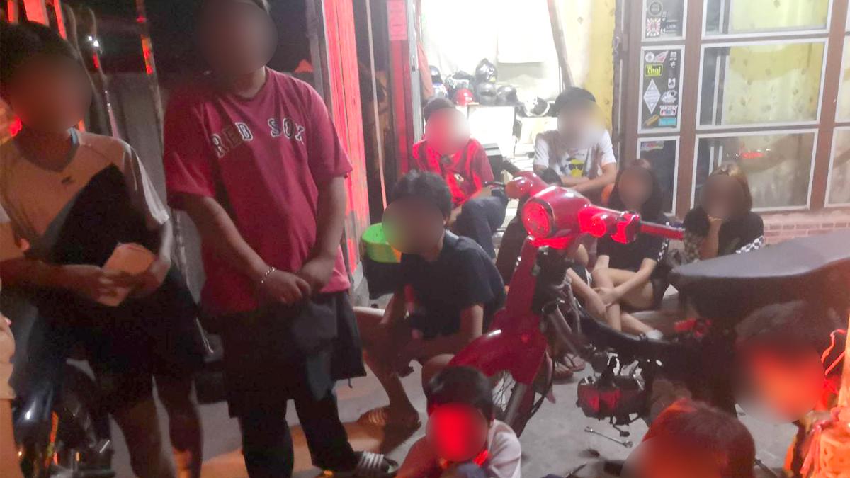 รวบ 14เยาวชนชายหญิง อายุ 12-16 ปี มั่วสุมในอู่ซ่อมรถ ฝ่าฝืน พ.ร.ก.ฉุกเฉิน