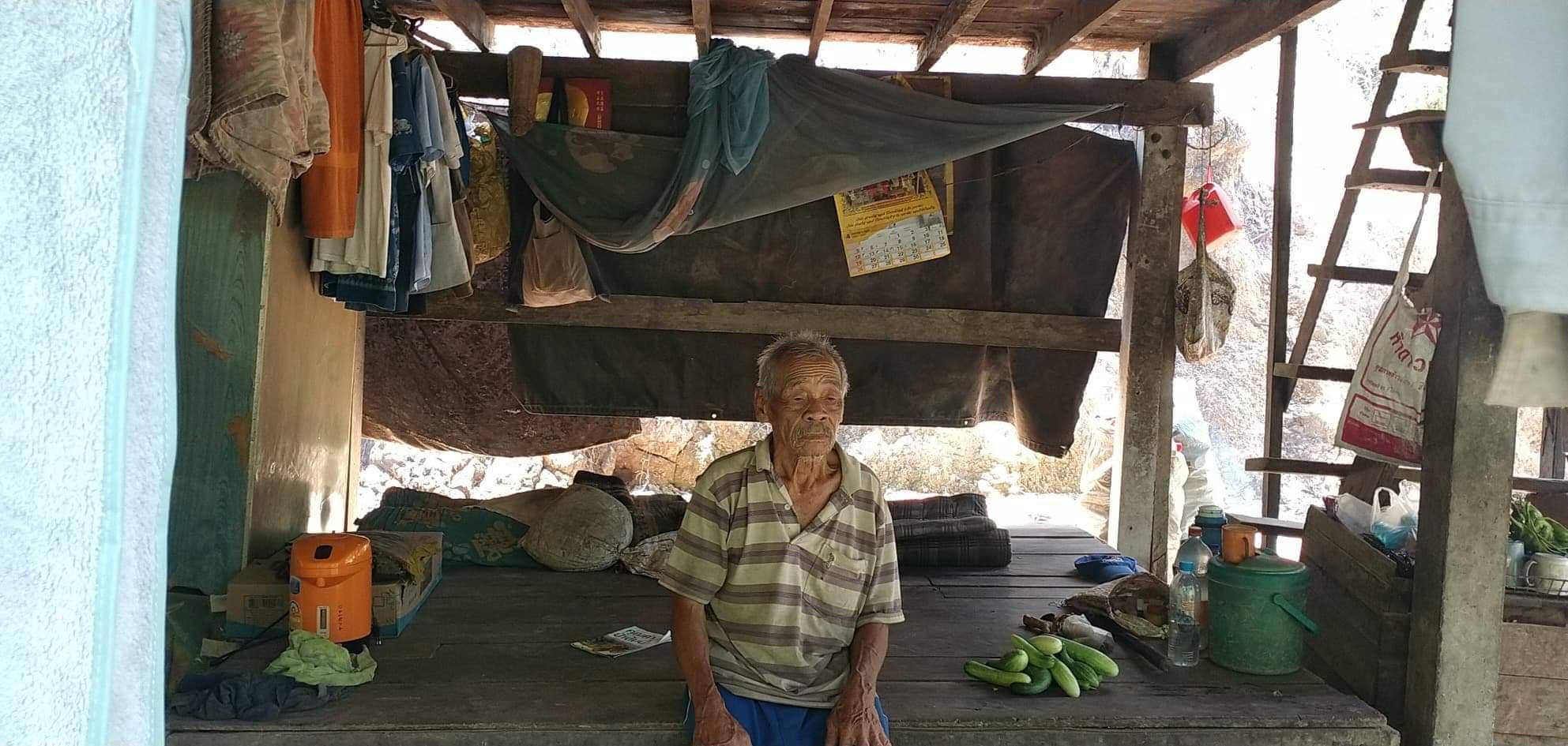 ชาวบ้านระนองวอนผู้ใจบุญช่วยเหลือลุงวัย 85 ตกสำรวจผ่านวิกฤติโควิด-19