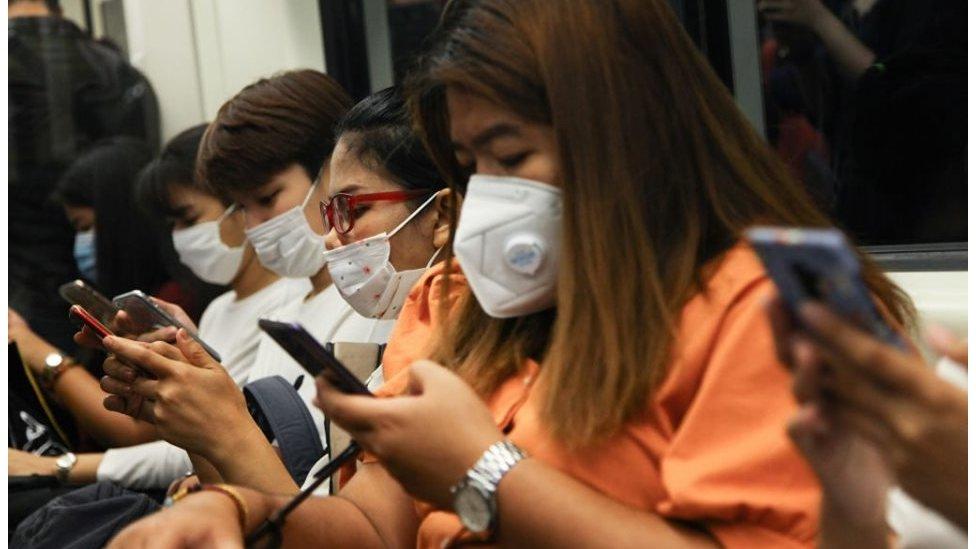 """โควิด-19 : แอมเนสตี้ฯ ชี้รัฐบาลอาศัยสถานการณ์โรคระบาดเป็น """"ข้ออ้าง"""" ปราบปรามผู้เห็นต่างในโลกออนไลน์"""