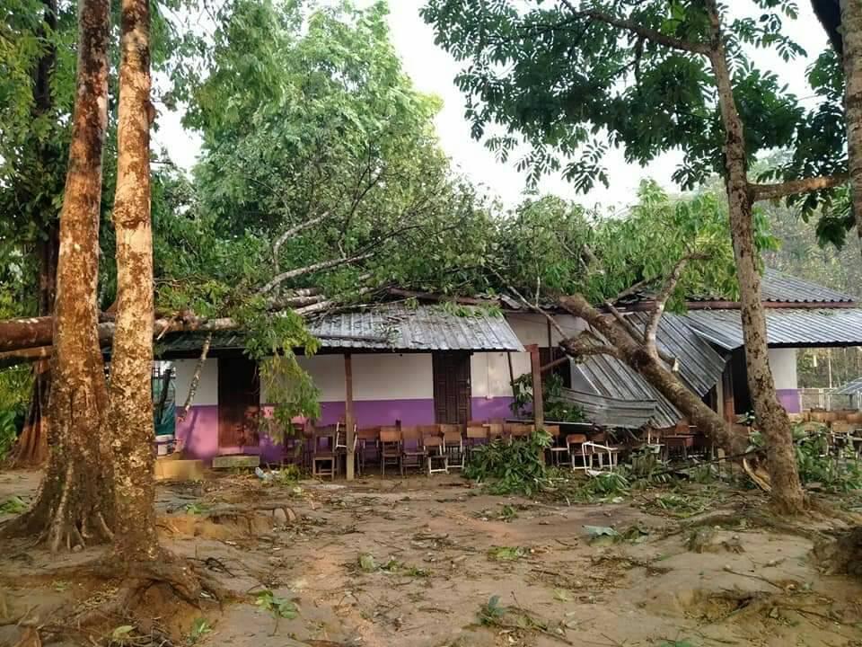 พายุถล่มโรงเรียนตชด.บ้านเลตองคุ อุ้มผาง เสียหายหนัก