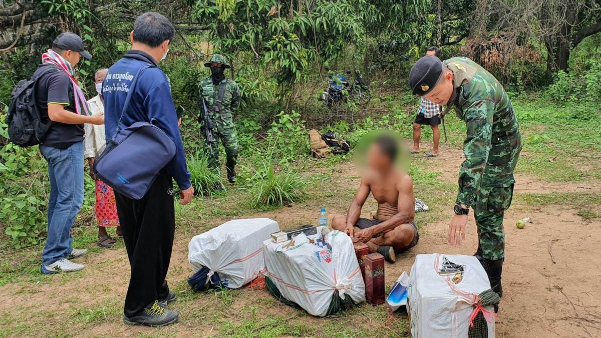 รวบหนุ่มเมียนมา ขนบุหรี่หนีภาษี 1,400 ซอง โดนค่าปรับเป็นล้าน!