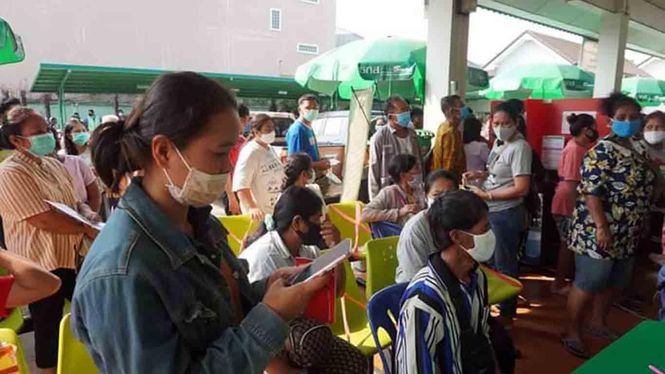 ชาวบ้านแห่เปิดบัญชีรอรับเงินเยียวยาเกษตร 15,000 บาท ล้นธนาคาร