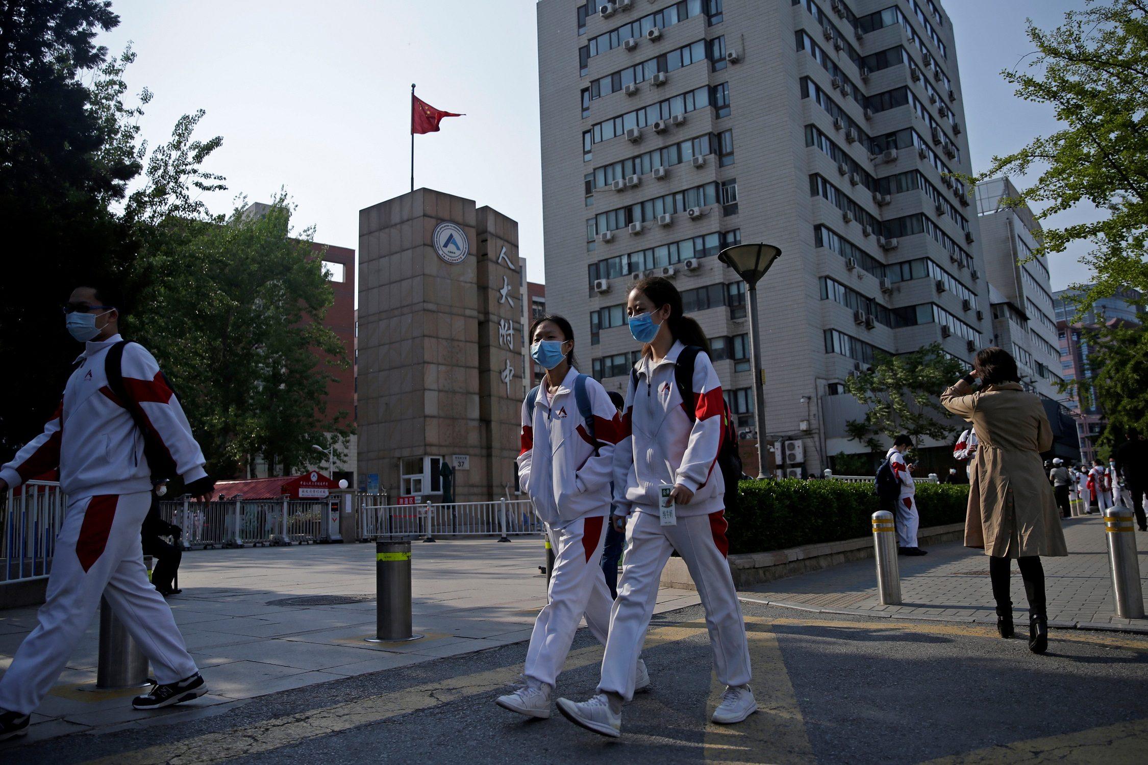"""นักเรียนจีน 2 ราย เสียชีวิตระหว่างวิ่งขณะ """"สวมหน้ากาก"""""""