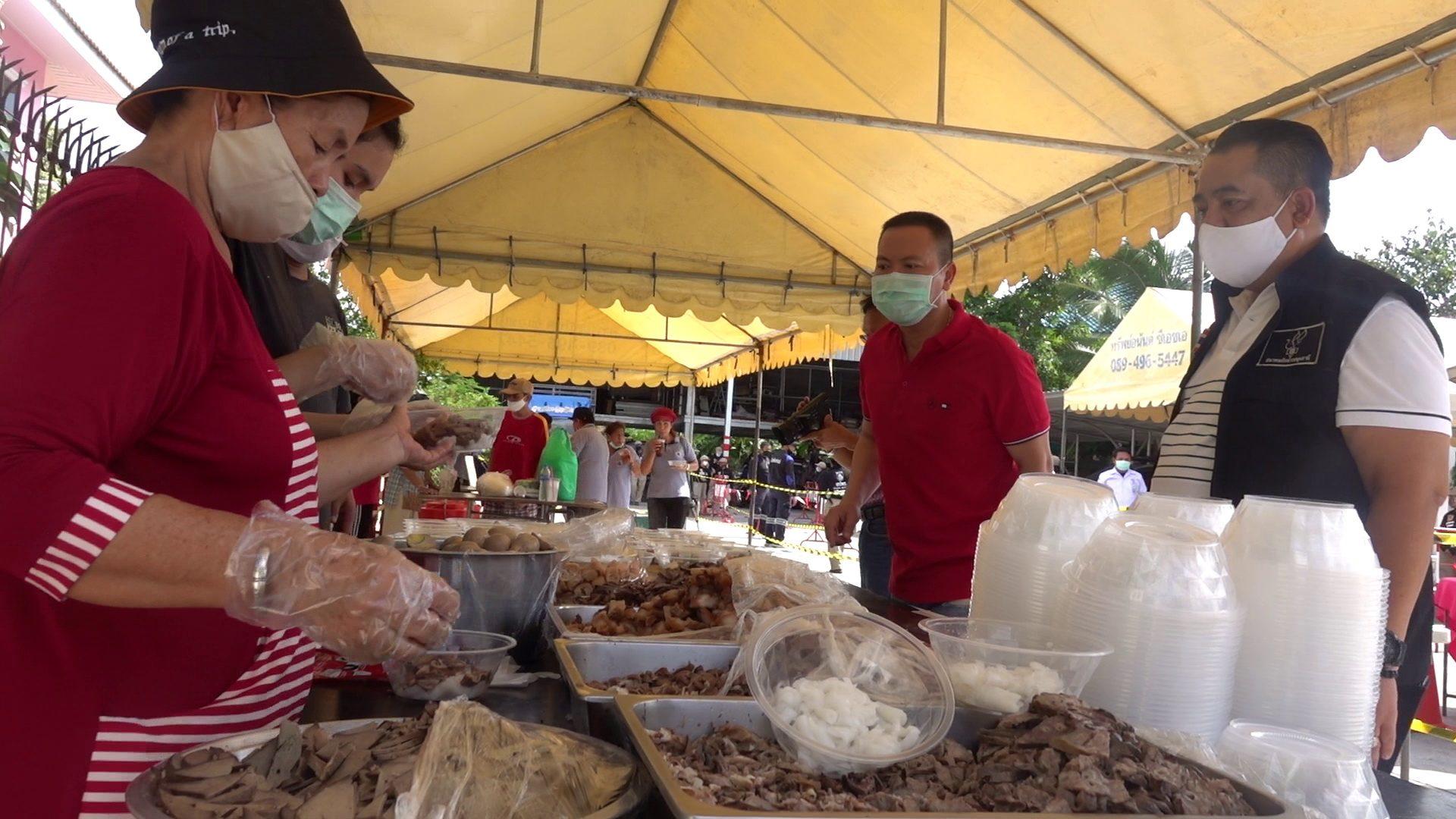 ตร.-สมาคมนักข่าวปทุมธานี มอบถุงยังชีพช่วยประชาชน ได้รับผลกระทบโควิด19