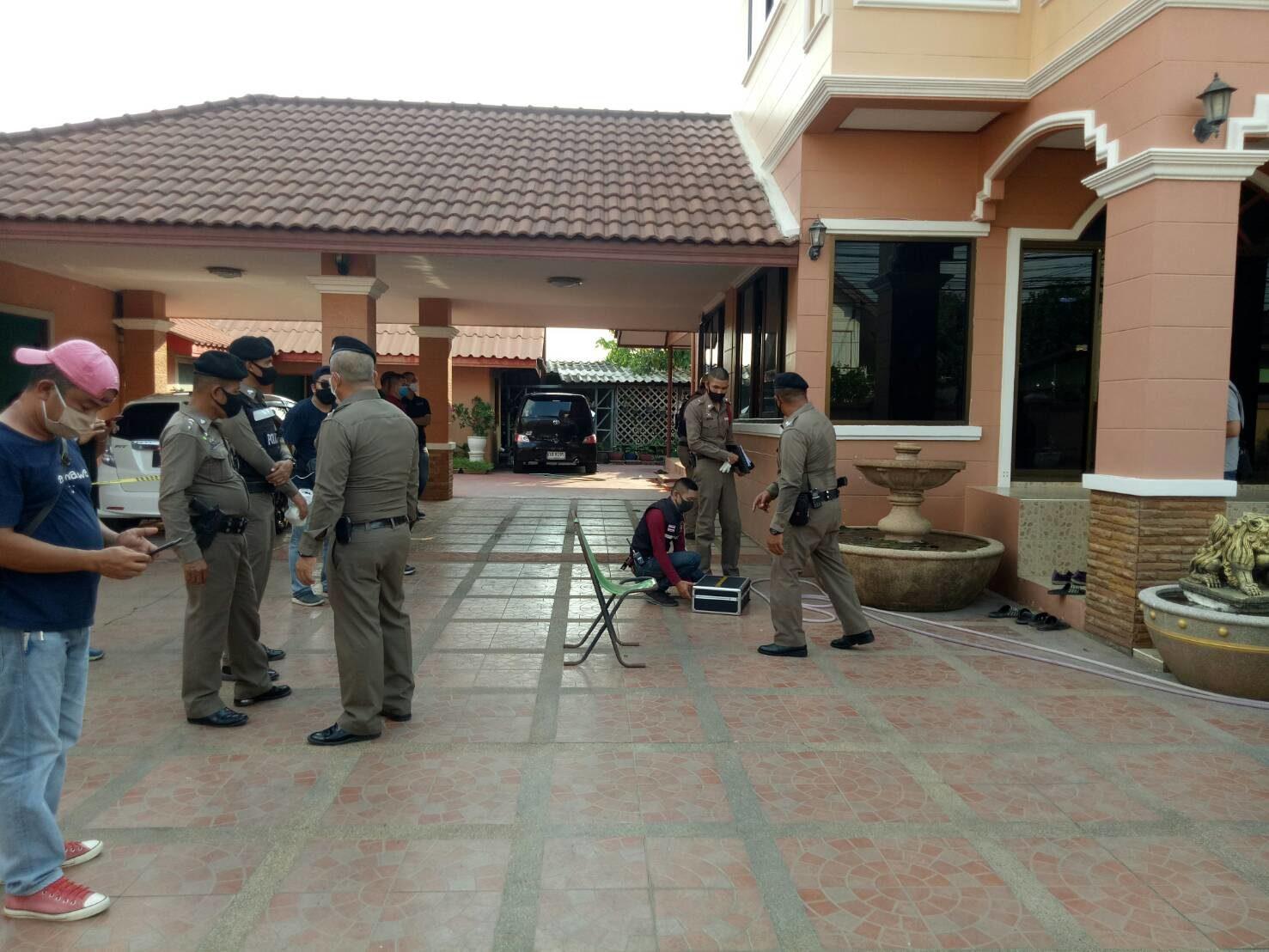 ลพบุรีไล่ล่าตำรวจ ยิงพ่อดับคาบ้านหรู หลังทะเลาะกันรุนแรง