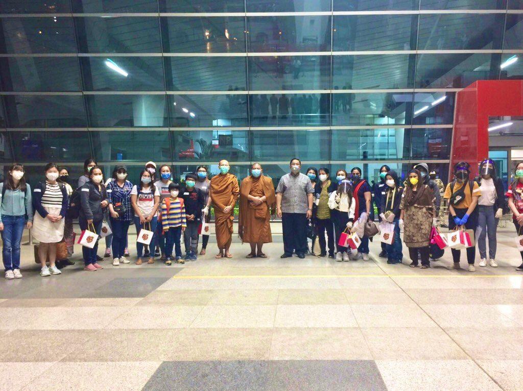 สถานทูตส่ง 219 คนไทยในอินเดียกลับบ้าน