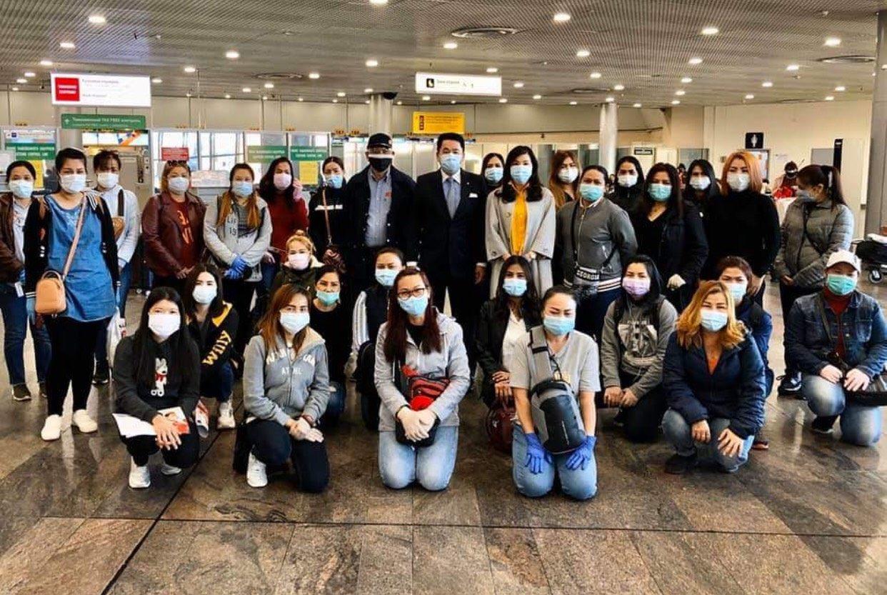 สถานทูตส่ง 97 คนไทยในรัสเซียกลับบ้าน