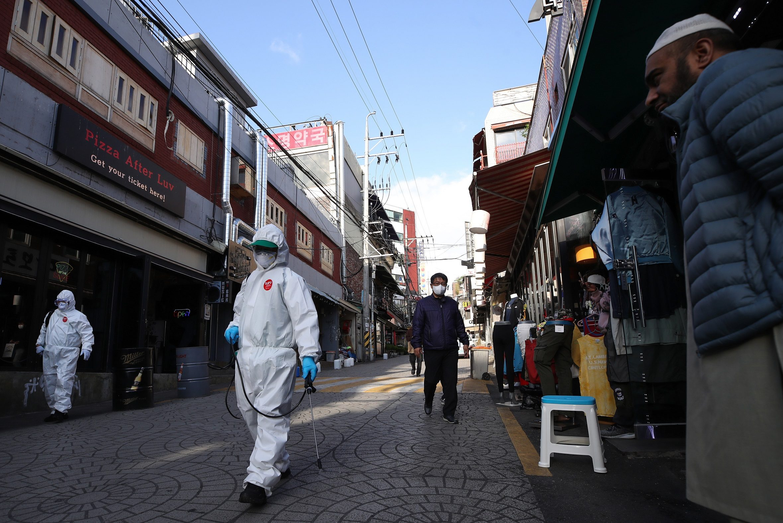 เกาหลีใต้เดินหน้าผ่อนคลายมาตรการเว้นระยะห่าง แม้จะพบผู้ป่วยโควิดเพิ่มขึ้น