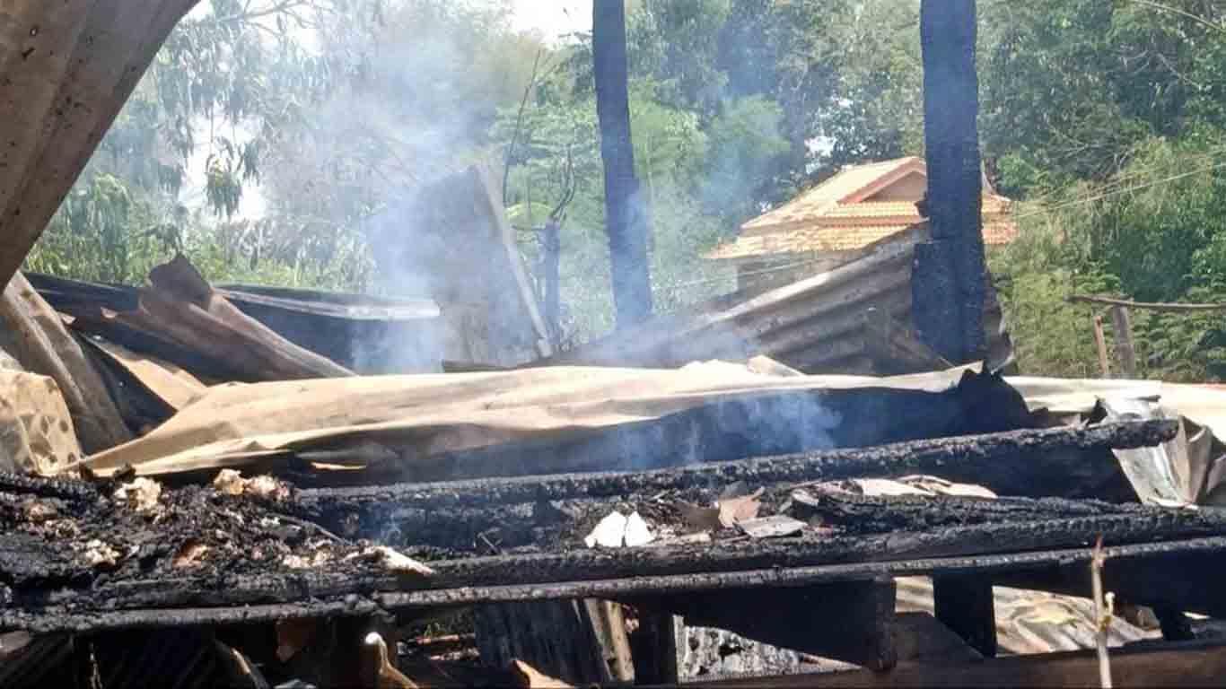 ไฟไหม้บ้านหนุ่มลูกสอง วอดทั้งหลัง