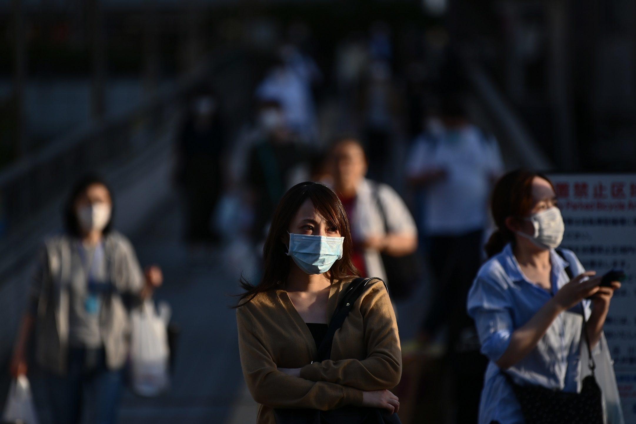 """ญี่ปุ่นยกเลิกภาวะฉุกเฉินคุมโควิดเกือบทั่วประเทศ ยกเว้น """"โตเกียว-โอซากา"""""""