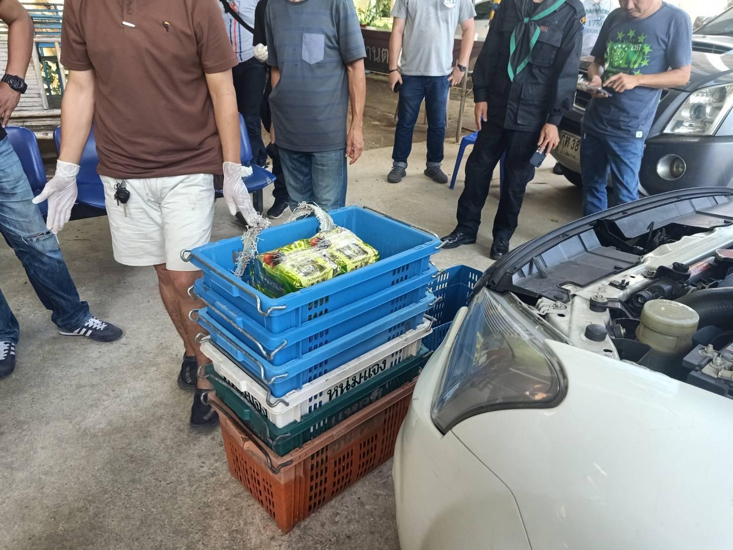 เนียนเนียนหวังรวย!!! รถยนต์ขนผลไม้ราชบุรี แอบซุกยาไอซ์ในตะกร้าผลไม้