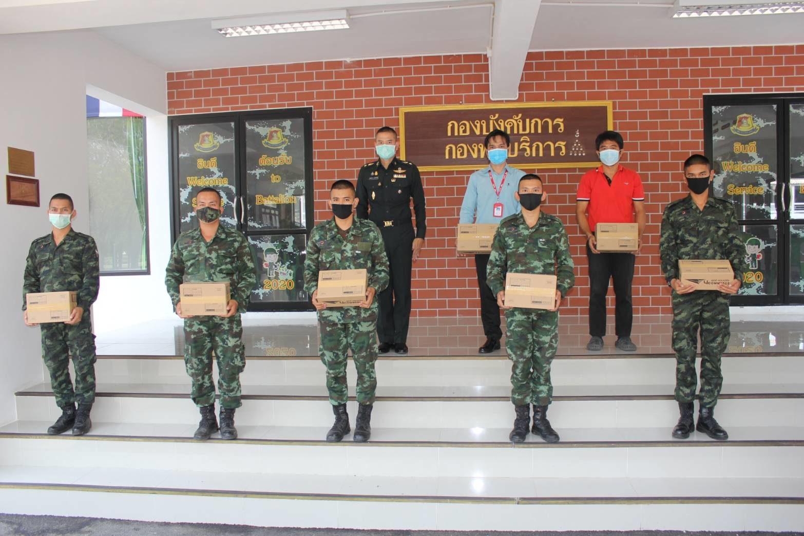 ไปรษณีย์ โคกกะเทียม ร่วมกับกองพันบริการฯ จัดโครงการ กล่องปันสุข ส่งกลับภูมิลำเนา