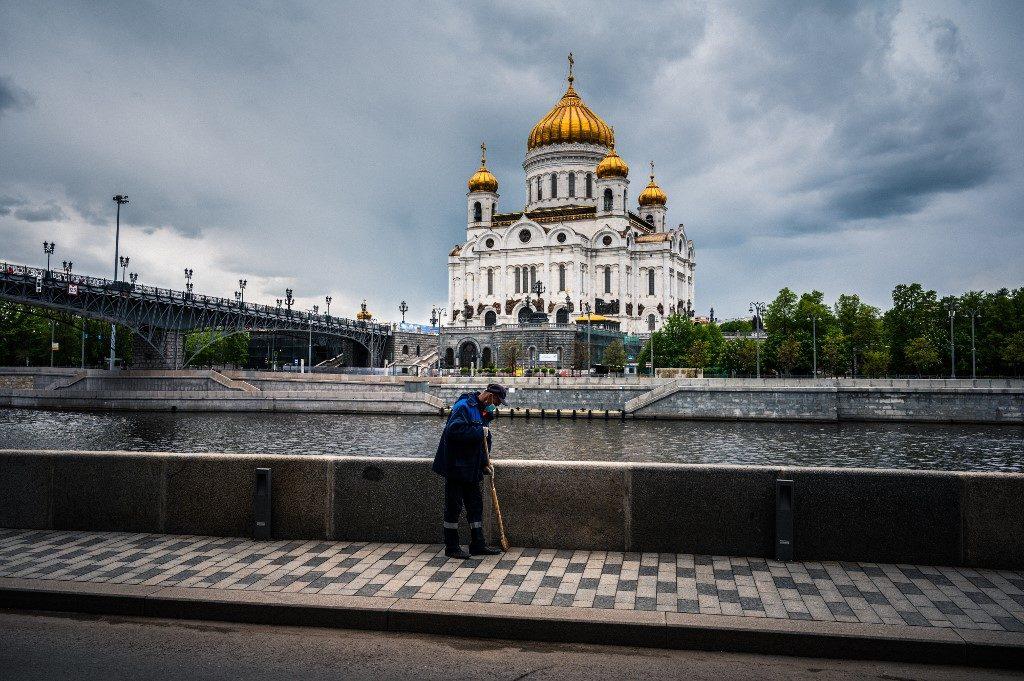 รัสเซียติดเชื้อลดต่ำกว่าหมื่น สวนยอดตายพุ่งทำสถิติ