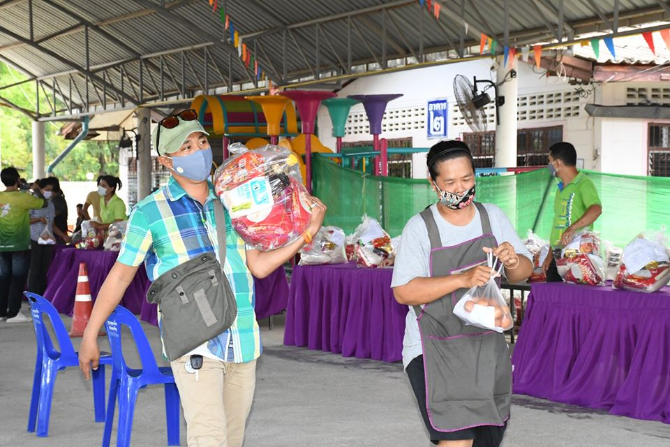 เทศบาลเมืองบางริ้น จ.ระนอง แจกถุงยังชีพ 1,764 ถุง ช่วยเหลือชาวบ้านที่ประสบความเดือดร้อน