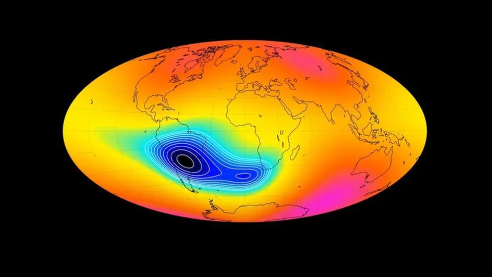 เขตสนามแม่เหล็กโลกอ่อนแรงผิดปกติ เหนือมหาสมุทรแอตแลนติกตอนใต้ กำลังขยายตัวสู่แอฟริกา