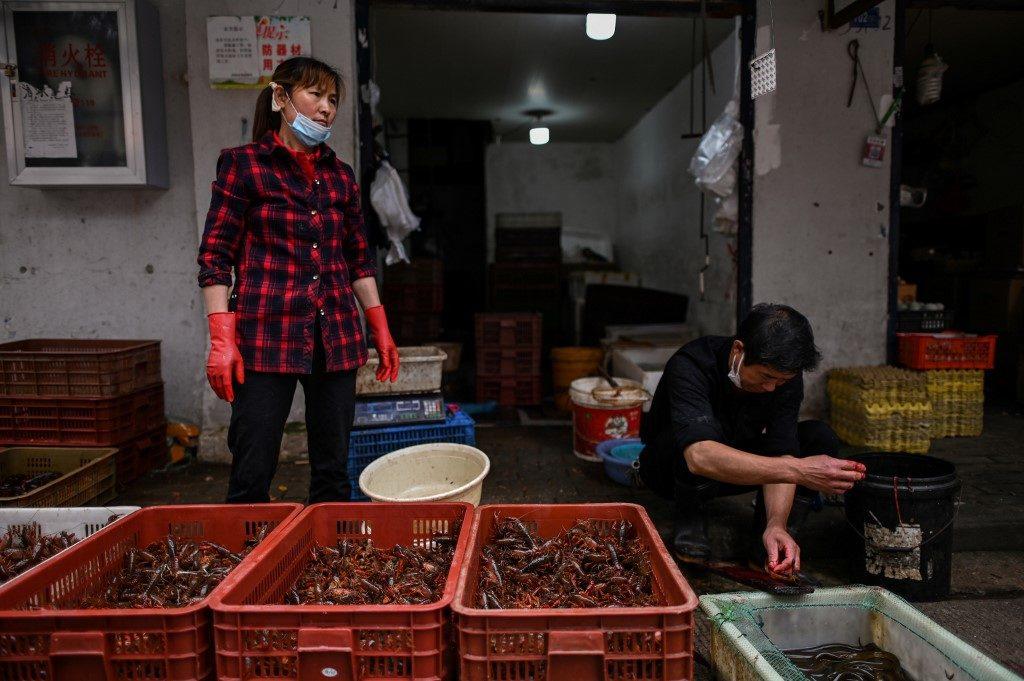 """จีนชี้ตลาดสดเมืองอู่ฮั่น ไม่ใช่ต้นตอ""""โควิด-19"""" แต่เป็นแหล่ง """"ซูเปอร์สเปรดเดอร์"""""""