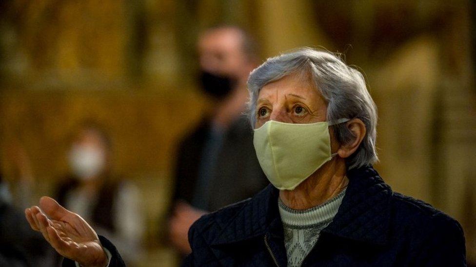 โควิด-19 : ยอดผู้ติดเชื้อทั่วโลกเลย 6 ล้านราย ขณะผู้เสียชีวิตมีมากกว่า 3.7 แสน