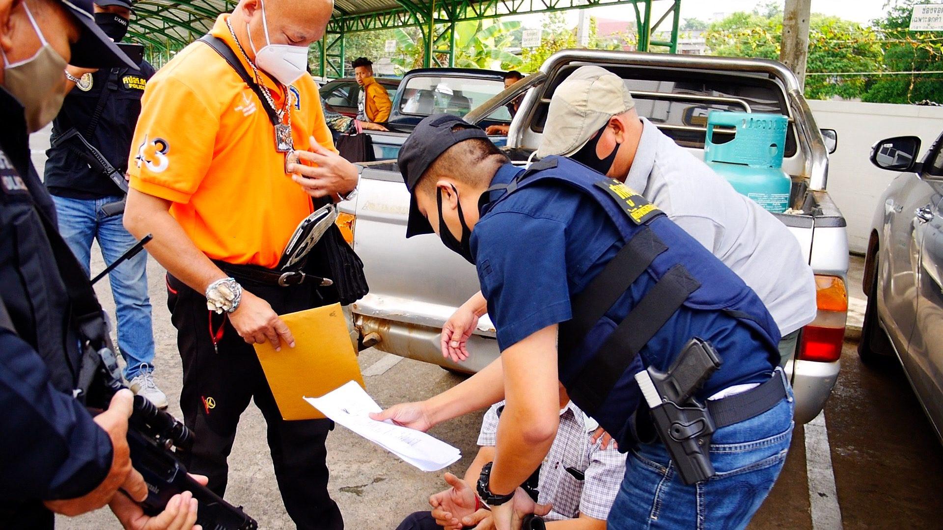 หนีคดียิงคนตาย 4 ปี ถูกตำรวจทางหลวงจับคาธนาคาร