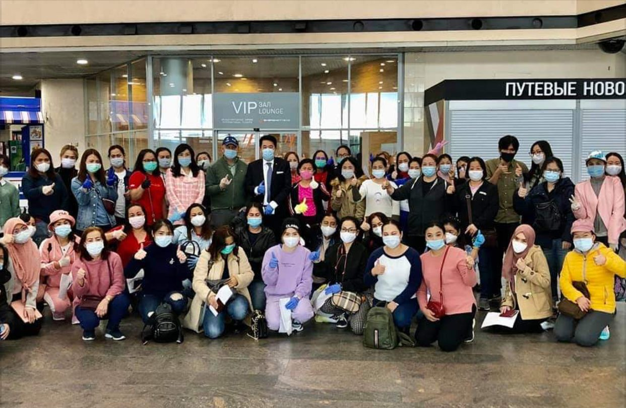 สถานทูตไทยในรัสเซียส่ง 50 คนไทยกลับบ้าน