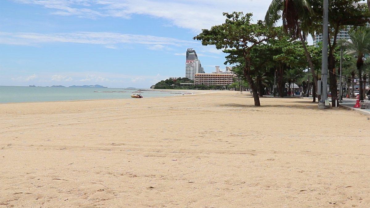 เปิดชายหาดพื้นที่พัทยา วันแรกเงียบเหงา ไร้เงานักท่องเที่ยว