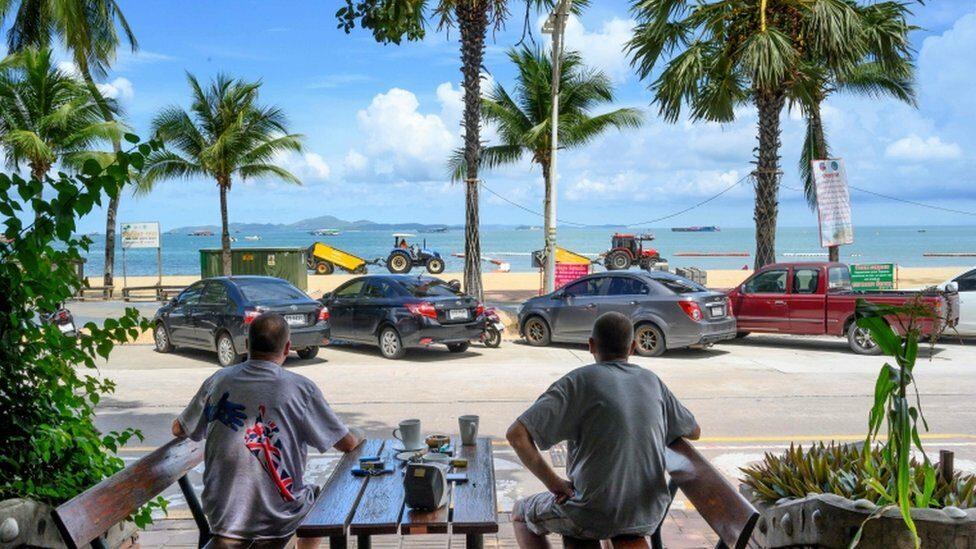 ชลบุรีเปิดหาดพัทยา-บางแสน รับนักท่องเที่ยววันแรก