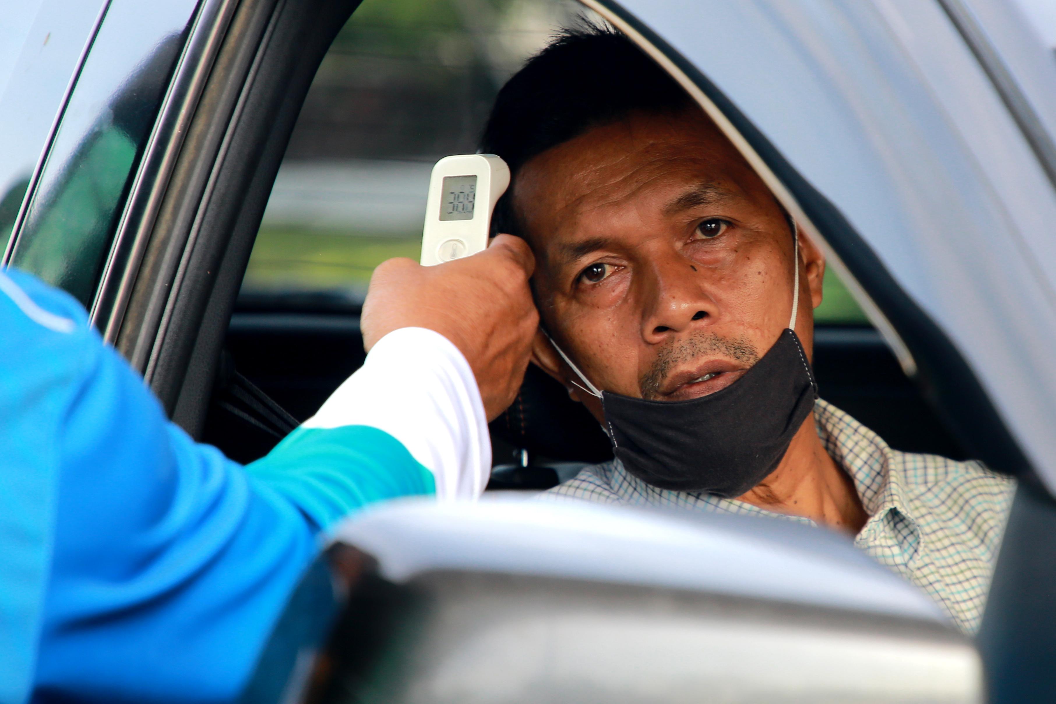 การจราจรที่ด่านตรวจยะลาคับคั่ง หลัง ปชช.เดินทางข้ามจังหวัดได้